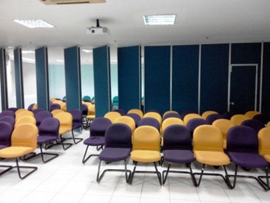 Penyekat Ruangan Lipat pintu partisi - Pintu Partisi Geser Semarang | Harga Partisi Lipat | Harga Pintu Lipat | Jual Partisi Geser